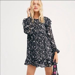 FREE PEOPLE TIERED RUFFLED MINI DRESS BL/WT SMALL